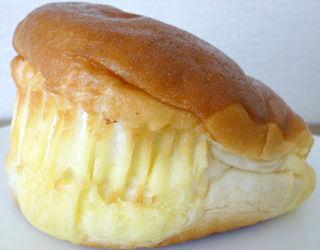りんご入りクリーム&ホイップパン