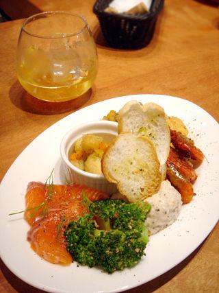 「魚deバールウオチカ」ドリンクと前菜