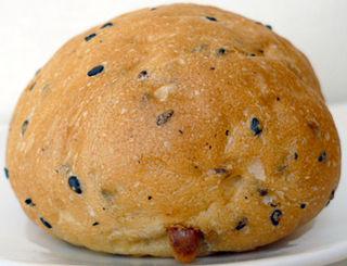 黒ゴマチーズパン