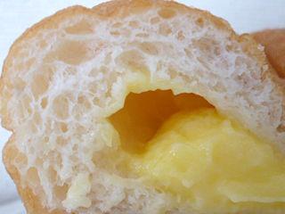 モッチクリームドーナツ