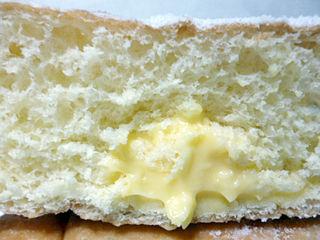 カスタードクリームドーナツ