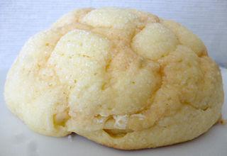 ホイップメロンパン<ミルクカスタード>