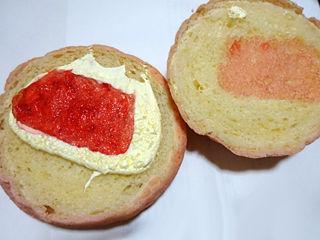 あまおういちごメロンパン