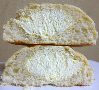 ホイップメロンパンチーズクリーム