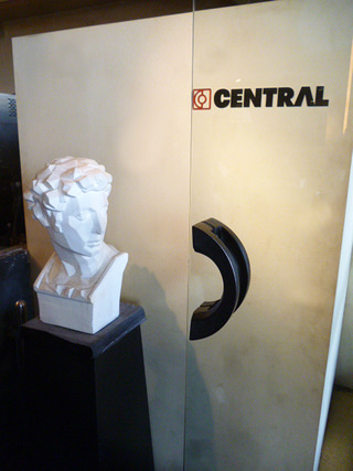 「CENTRAL」