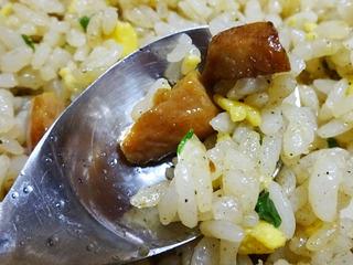 焦がしにんにくのマー油と葱油が香るザ★チャーハン