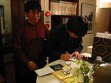 CDにサイン(湯川&富川)