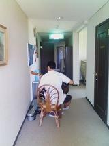 廊下で練習