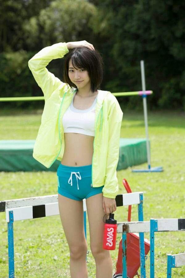 武田玲奈さんのショートパンツ姿