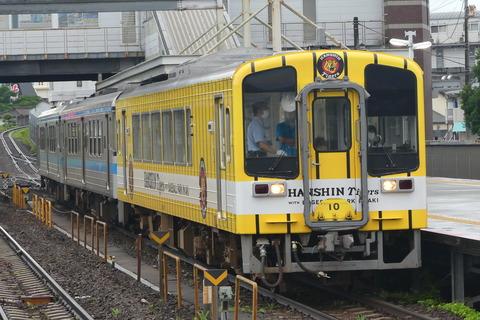 JR四国1000系と連結が完了した5855D+213D
