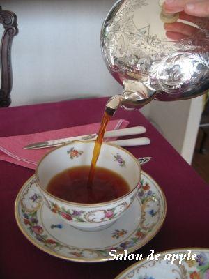 うっとりするようなシルバーウェアでお茶を