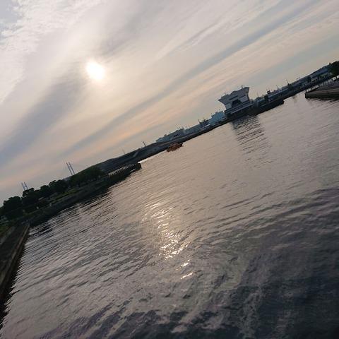 横浜港 6:42am