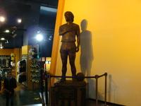 15マラドーナ銅像