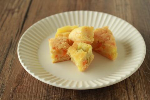 【ホットケーキミックスで簡単】にんじんとさつまいものケーキ (9)