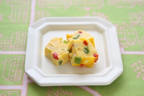 カラフルピーマンのレンジオムレツ (2)