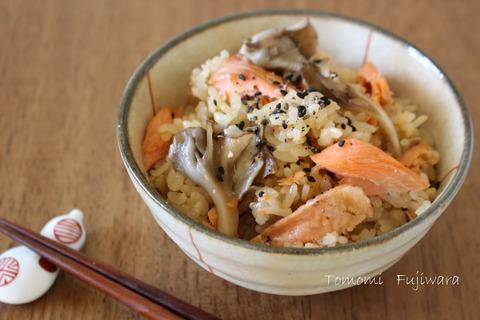 簡単!塩鮭とまいたけの炊きこみごはん (3)n