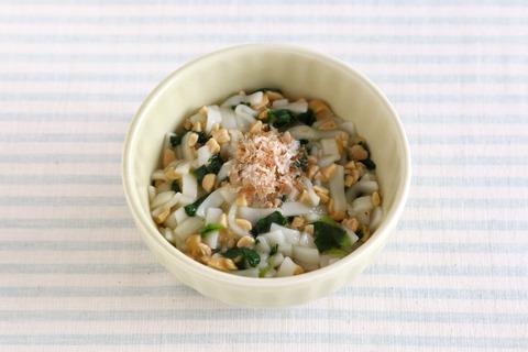 納豆と青菜のサラダうどん (1)