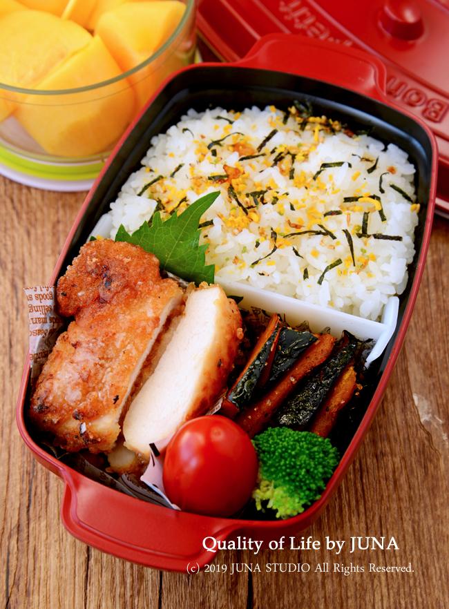 【今日のおべんと・娘のみ】は昨日の晩ご飯(鶏むね肉のグリル焼き)をほぼ使い回しーーっ(;´∀`)
