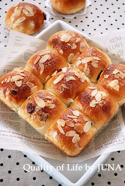 リッチ生地でクランベリーのふわふわパン