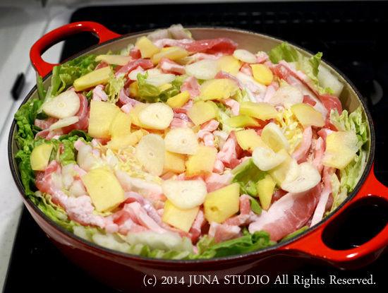 白菜と豚肉のこくまろ鍋の季節です。