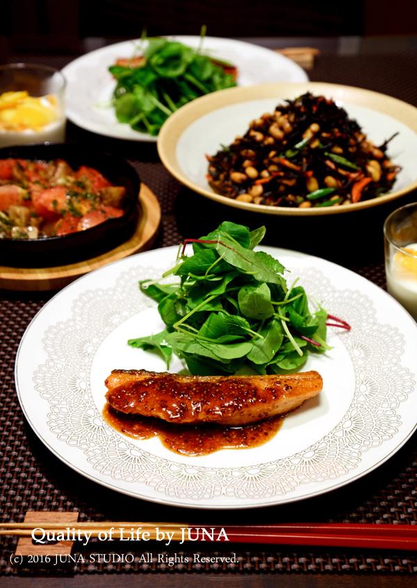鮭のマスタードソース&マッシュルームとトマトのアヒージョ風など