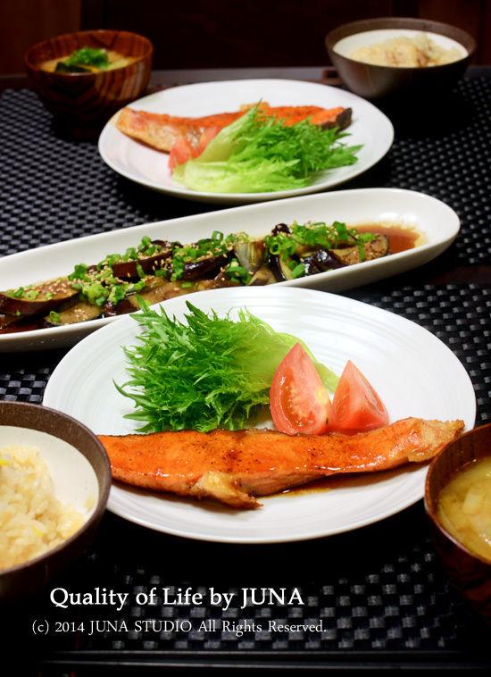 鮭の照り焼きにんにく風味 と 鶏肉とゆずの炊き込みごはん