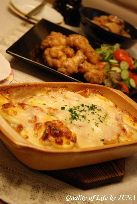 簡単レシピ「新じゃがのホワイトグラタン」と「ピリ辛チキン」