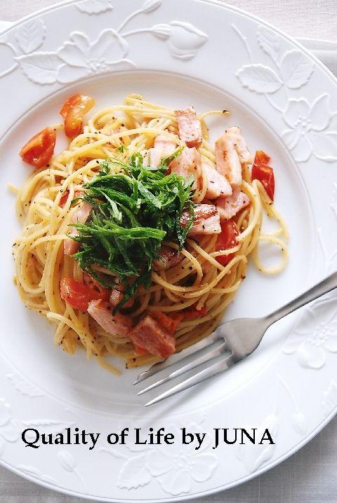ベーコン&トマトと青じそのペパーパスタ