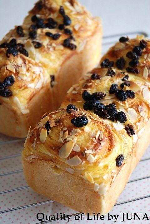 カスタード織り込みパン