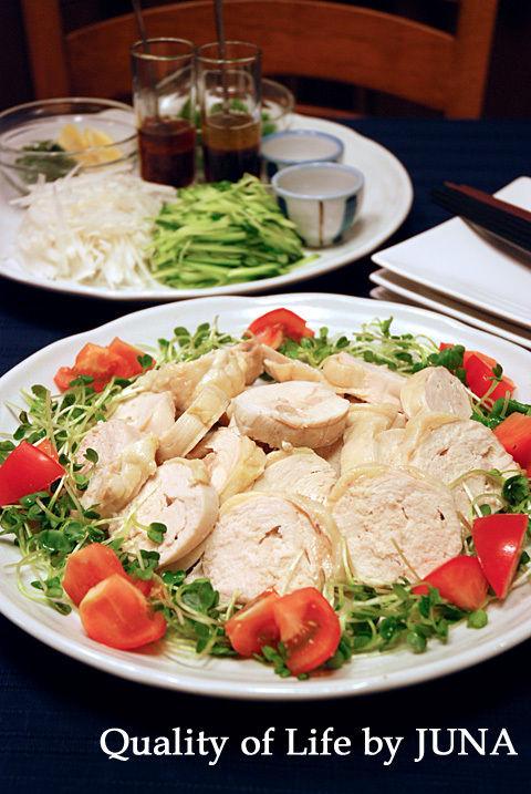 ムネ肉蒸しロールを野菜&タレで楽しもう!
