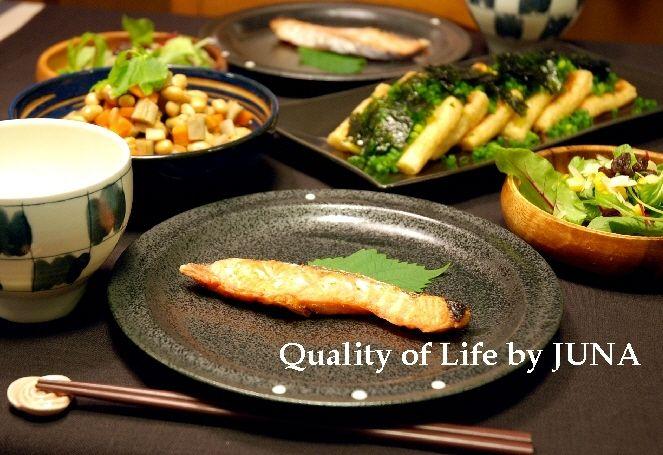大豆の煮物などで和食卓