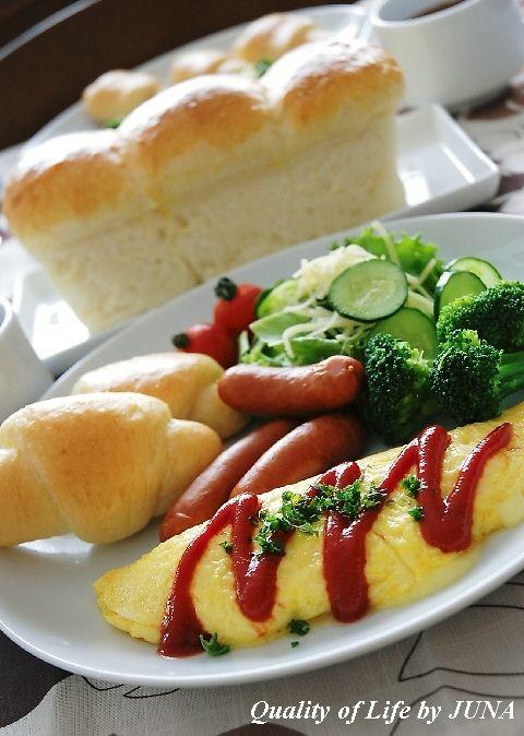 手作り生クリームブレッドとチーズinオムレツでカフェランチ