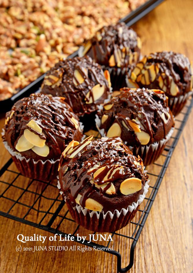 【我が家の日常おやつ】焼くまで10分の濃厚チョコマフィン&ローストナッツ