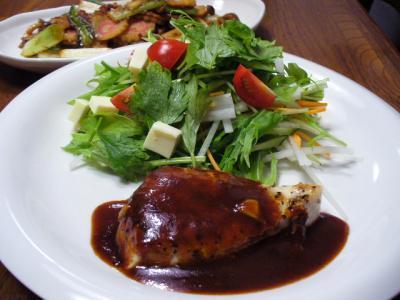 めかじきの洋風ステーキ&なるとと葱の炒め物