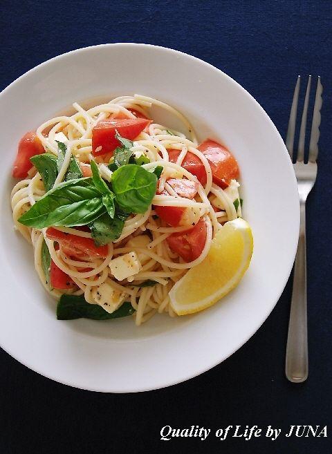 トマトとバジルとチーズの冷製パスタ