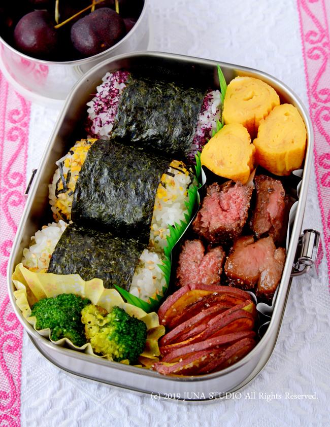 【今日のおべんと】俵おにぎり&一口牛ステーキのお弁当