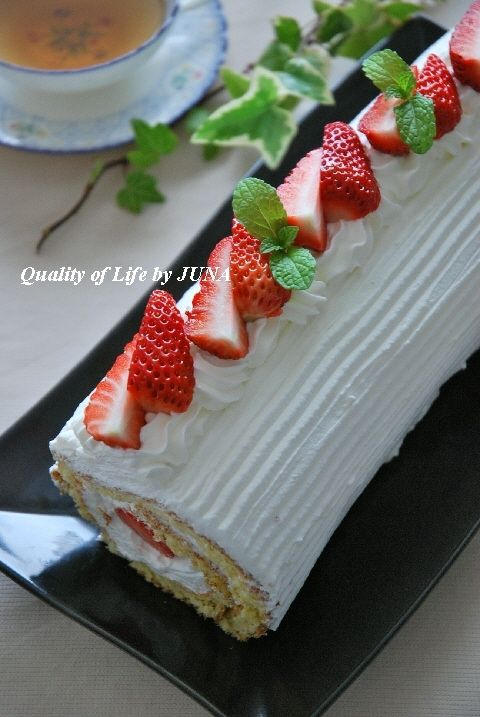 苺のロールケーキ デコレーションバージョン
