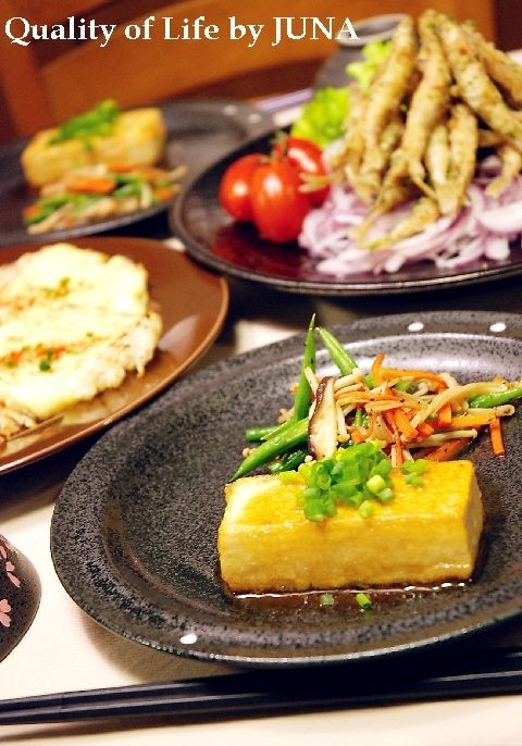 お豆腐のステーキとわかさぎの唐揚げ、おじゃがのチーズ焼き
