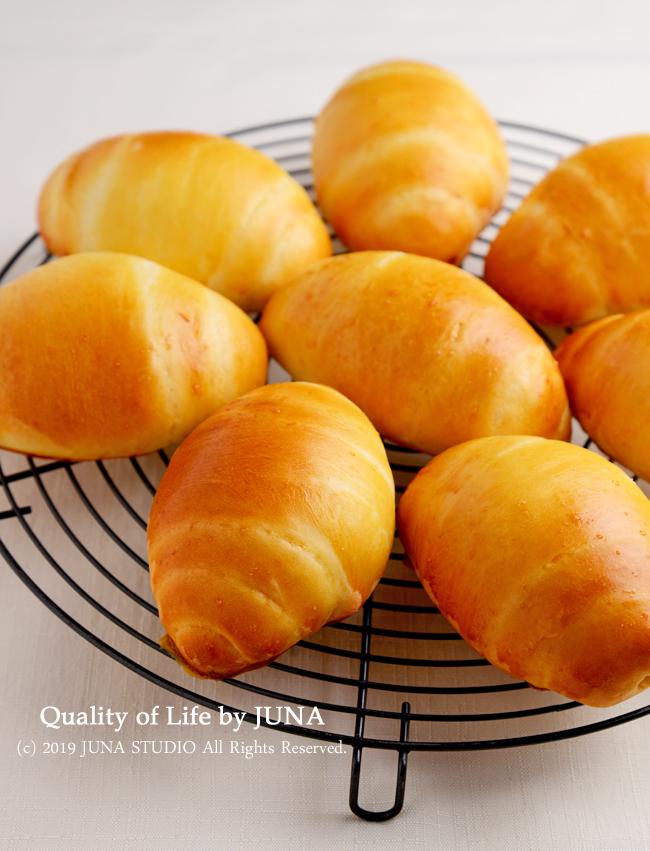 【ホシノ天然酵母】でロールパン作りと格闘し(笑)、HBで安定の食パンを焼き、朝ごはんに♪