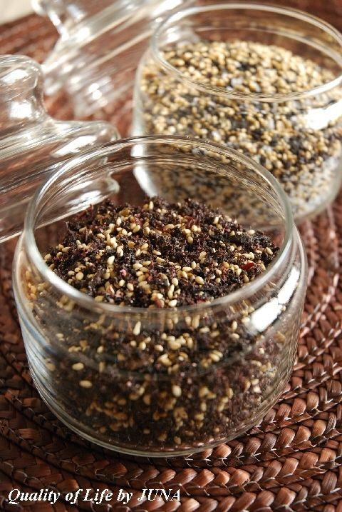 紫蘇の葉を使った自家製ふりかけでお茶漬けなど。。。