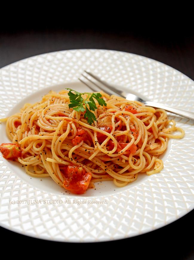 【まかない飯】フレッシュトマトとガーリックのシンプルパスタ