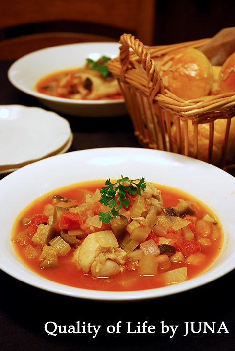 チキンと豆のトマトスープ と しわしわパン(笑)