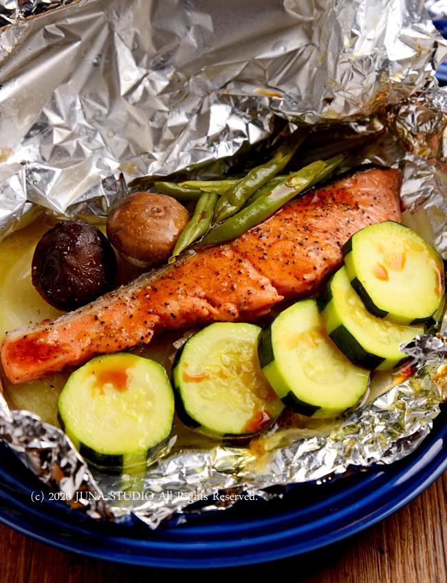 お魚料理に困ったら、切り身を包み焼きにするのが一番手堅くおいしいですよ~/桃のコンポートなど