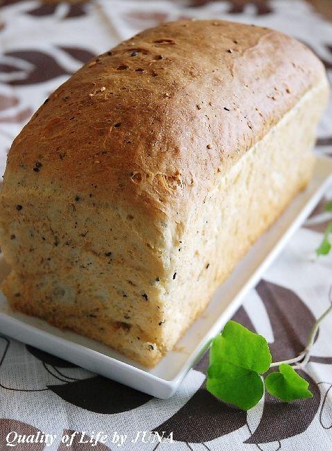 パン型の空焼きとゴマ&クリームチーズパン