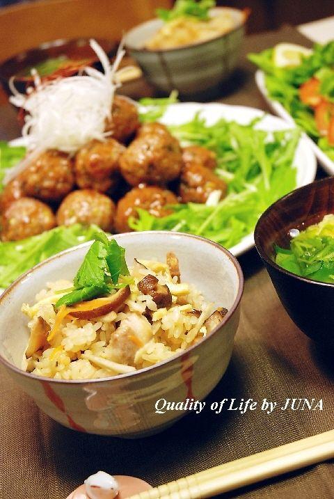 炊き込みご飯と肉団子で和風な食卓