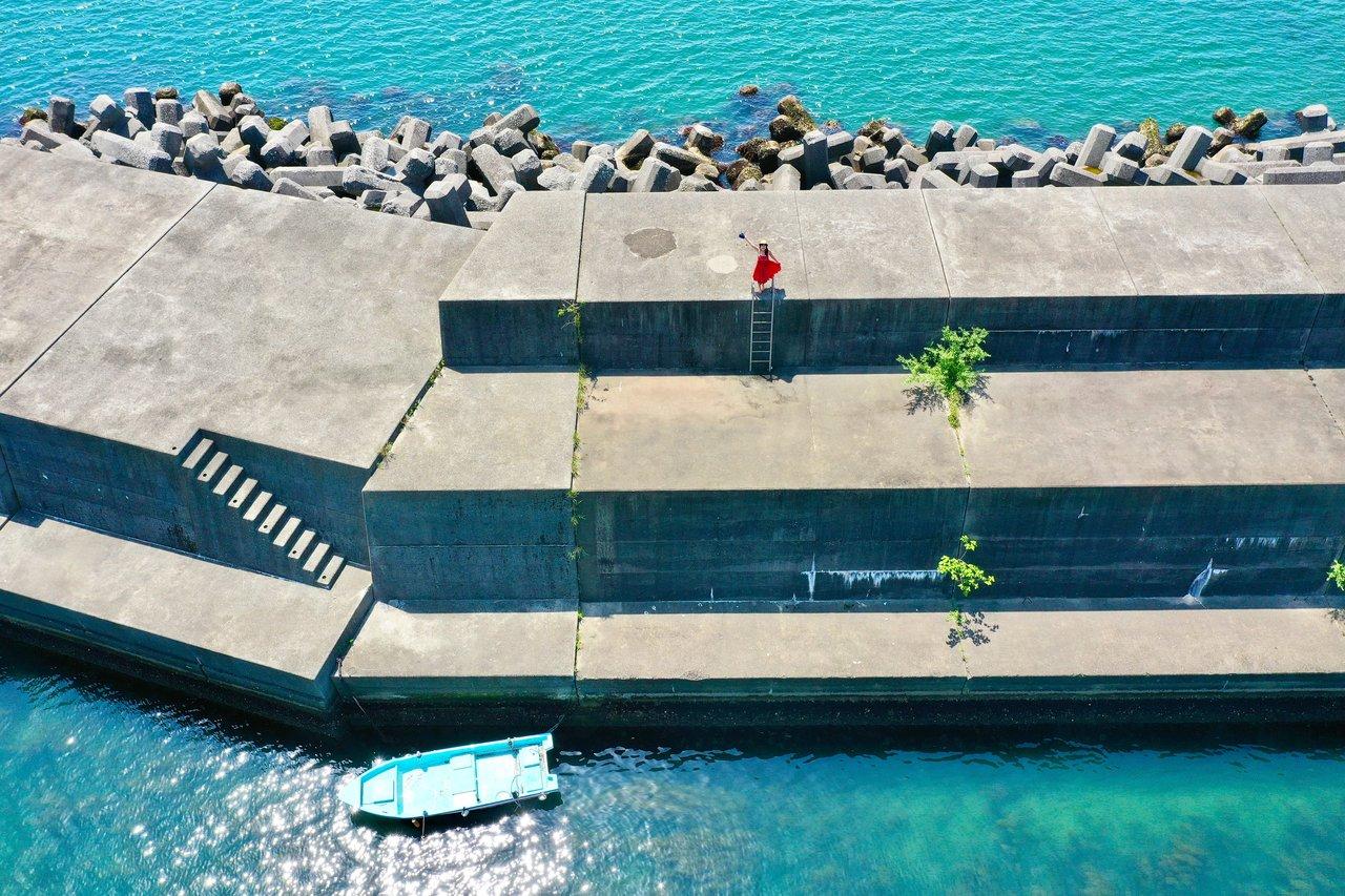 須崎の漁港とまこ