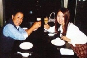 飯野千寿と岡村隆史のツーショット画像