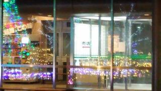 関東中央病院正面玄関に映るイリュミネーション
