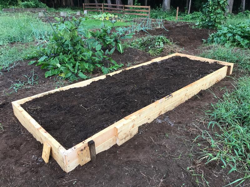 【DIY】畑の一画をレイズドベッドに