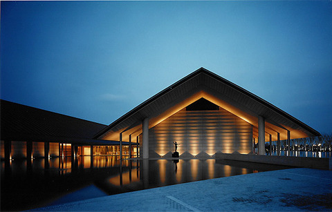 佐川美術館 ライトアップ 写真